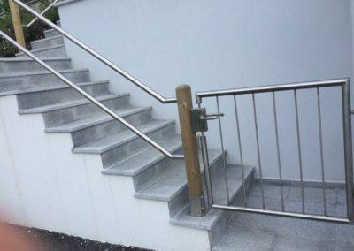 Stiegen-Geländer und Tür
